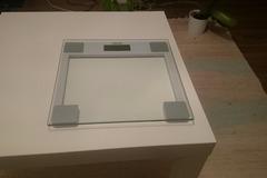 Myydään: Electronic scale