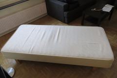 Myydään: 90x200 Bed / Runkopatja