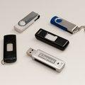 Myydään: 5 USB flash drives