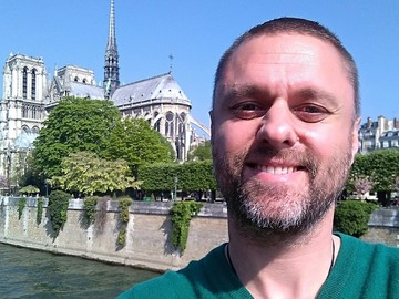 Offering: Gay Paris Guide: tour on Velib, Eiffel Tower to Notre-Dame