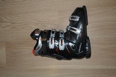 Myydään: Beginner downhill ski set