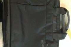 Myydään: Black convertible laptop bag