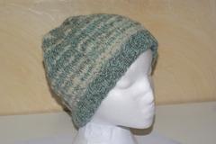 A vendre: Bonnet 100% laine de pays turquoise et blanc