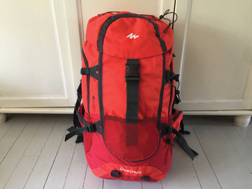 Vuokrataan (yö): Quechua Forclaz 60 Hiking Backpack