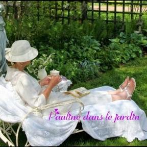 Pauline dans le jardin P