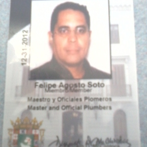 Felipe Agosto, Maestro Plomero certificado por el Departamento de Estado y el Colegio de Maestros y